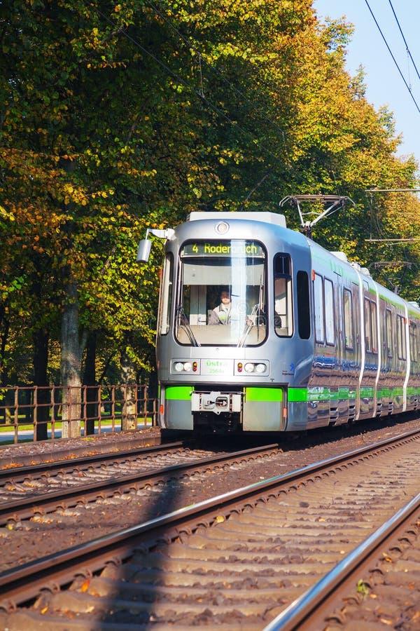 Tram sulla via di Hannover fotografie stock libere da diritti
