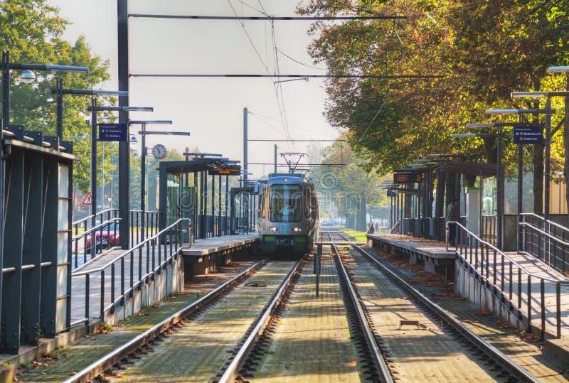 Tram sulla via di Hannover fotografia stock libera da diritti