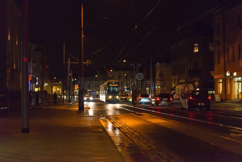 Tram sur la rue à Dresde photo libre de droits