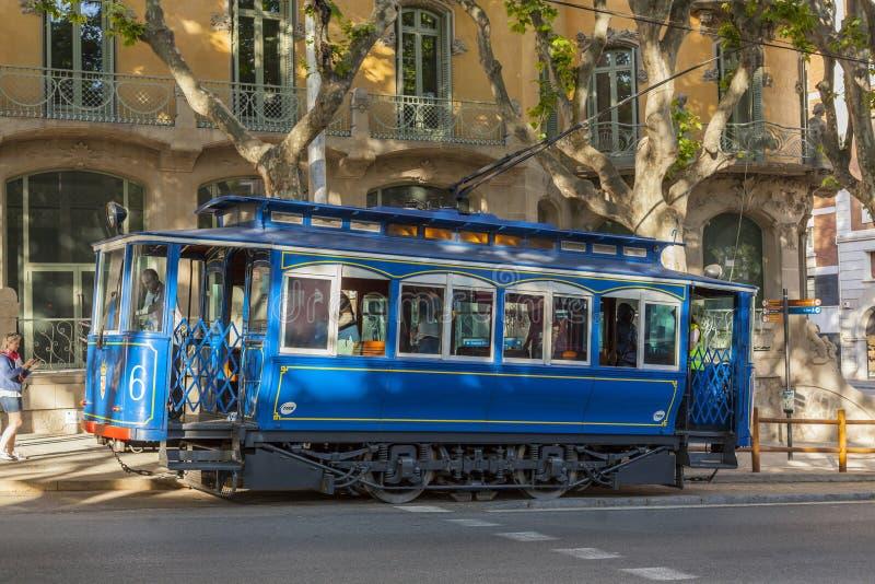 Tram turistico Tibidabo, Tramvia Blau, linea tranviaria blu, Barcellona fotografia stock