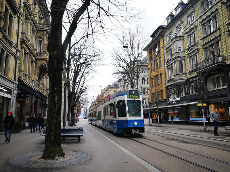 Tram in Zürich, die Schweiz stockfotos