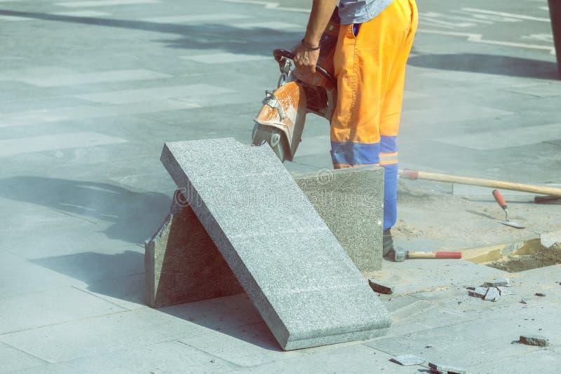 Trama de pavimento con sierra circular para reparación fotografía de archivo libre de regalías