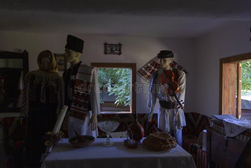 Trama popular da vila do interior da romênia tradicional imagens de stock