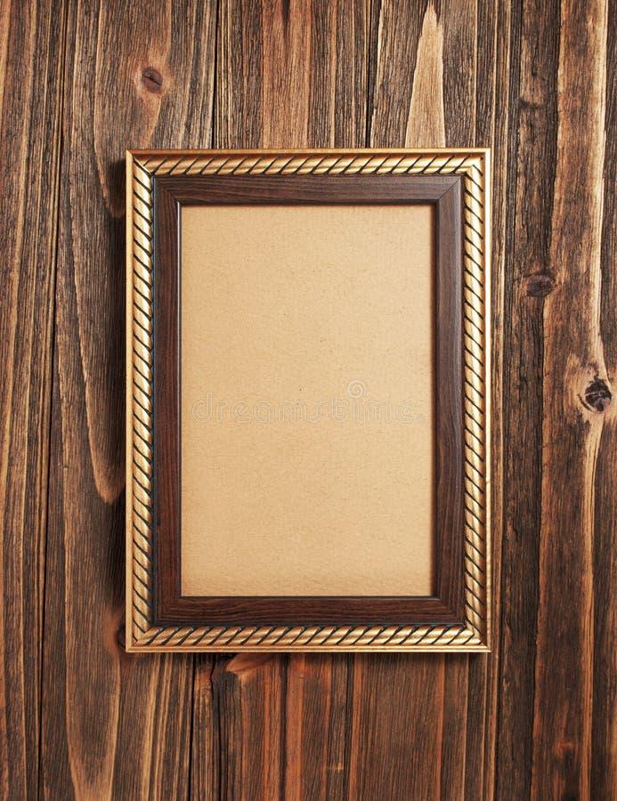 Trame d'or sur le bois photos stock