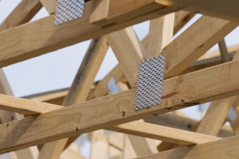 Trame de toit de bois de construction images libres de droits