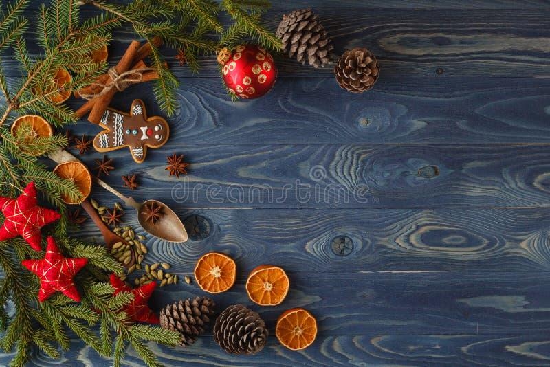 Trame magique bleue de Noël Biscuits, épices et décorations de pain d'épice dessus images libres de droits