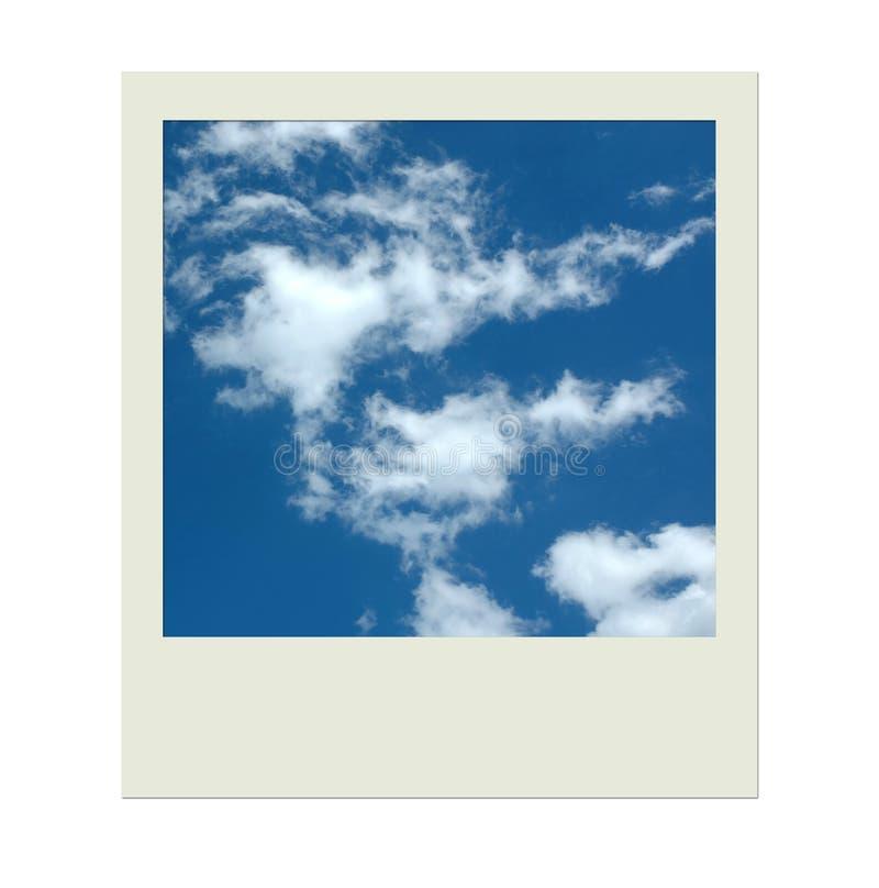 Trame polaroïd de photo avec le ciel bleu et les nuages images libres de droits