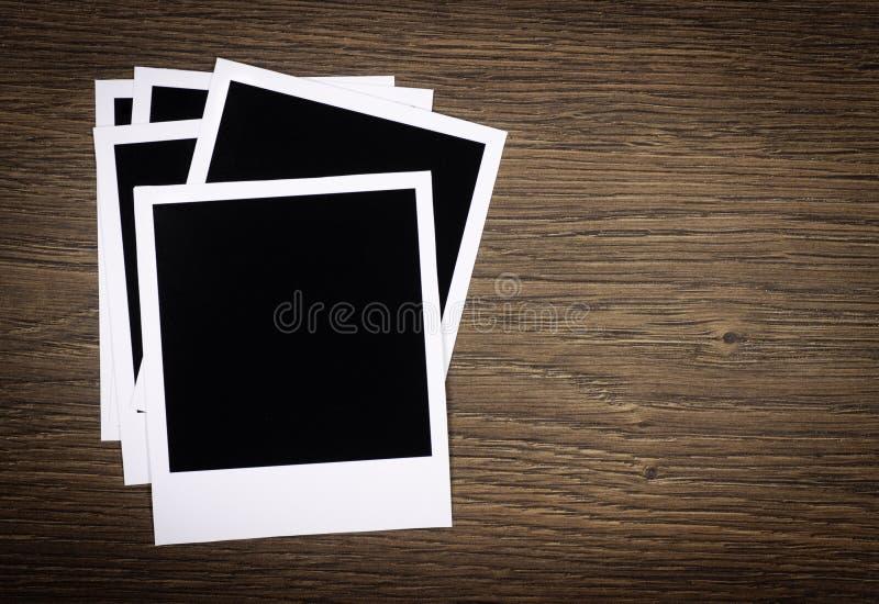 Trames blanc de photo sur le fond en bois photos stock