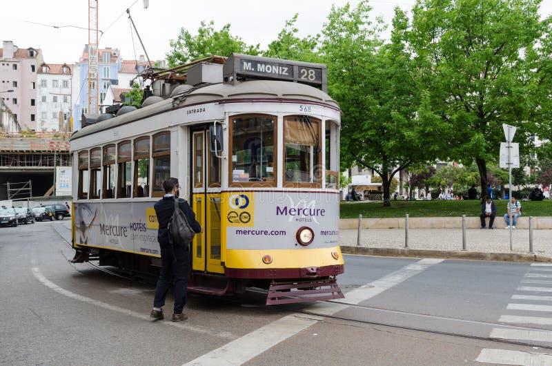 Tramlijn 28, de toeristenlijn in Lissabon royalty-vrije stock fotografie