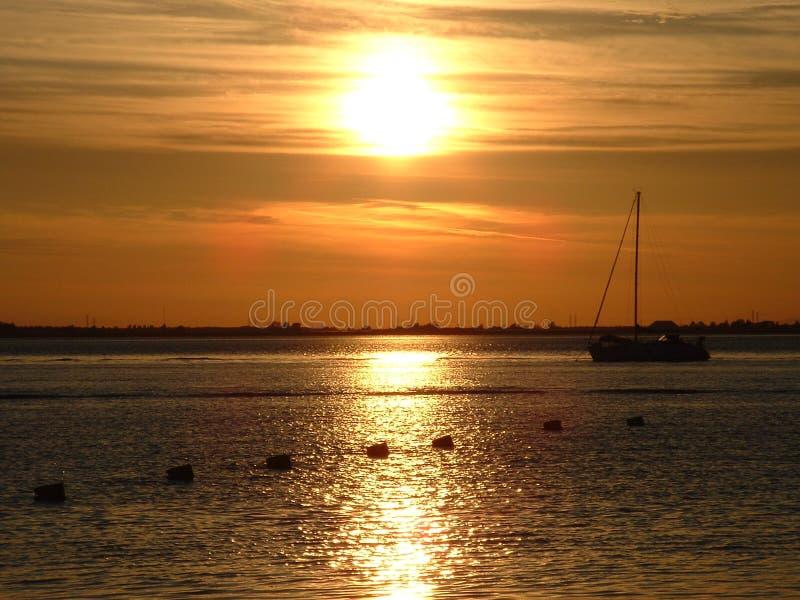Download Tramonto fotografia stock. Immagine di spiaggia, cielo - 202490