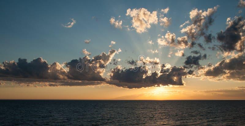 Download Tramonto fotografia stock. Immagine di paesaggio, cielo - 30827244