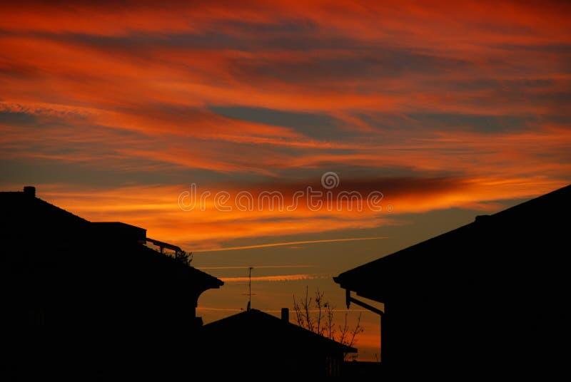 Download Tramonto fotografia stock. Immagine di case, alba, magenta - 3888384