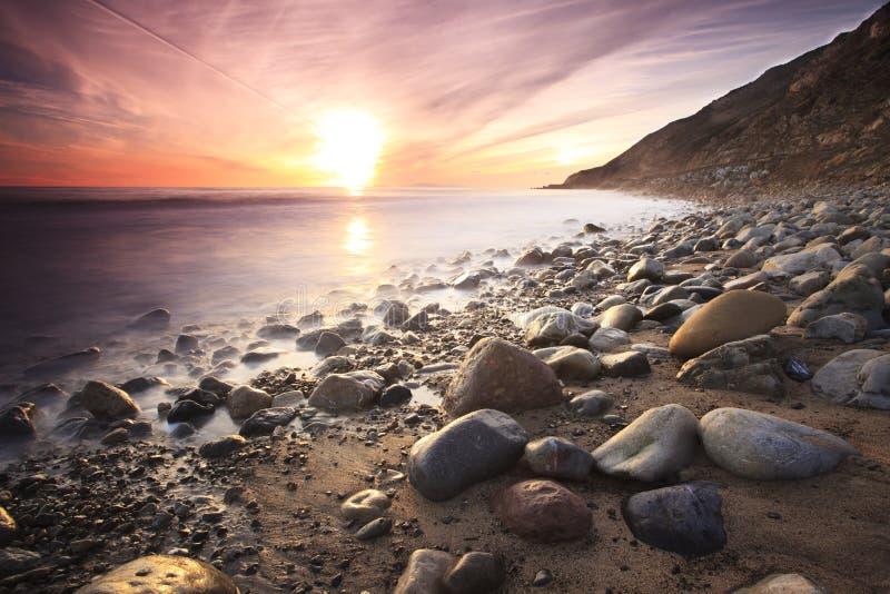 Tramonto ad una spiaggia vicino a Los Angeles immagini stock libere da diritti