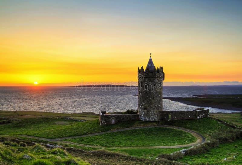 Tramonto al castello - HDR immagine stock libera da diritti