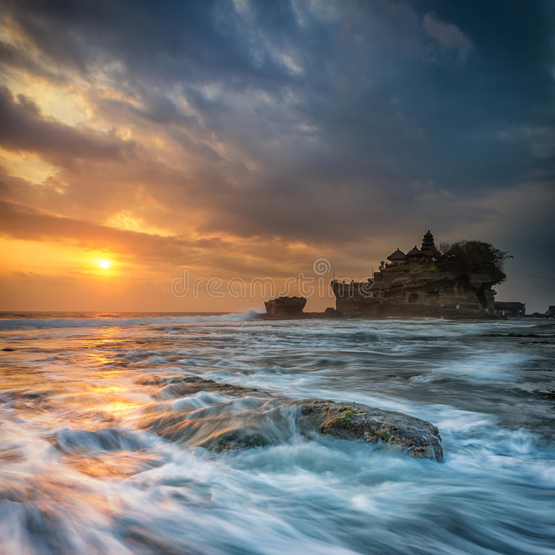 Tramonto al lotto di Tanah, Bali fotografia stock libera da diritti