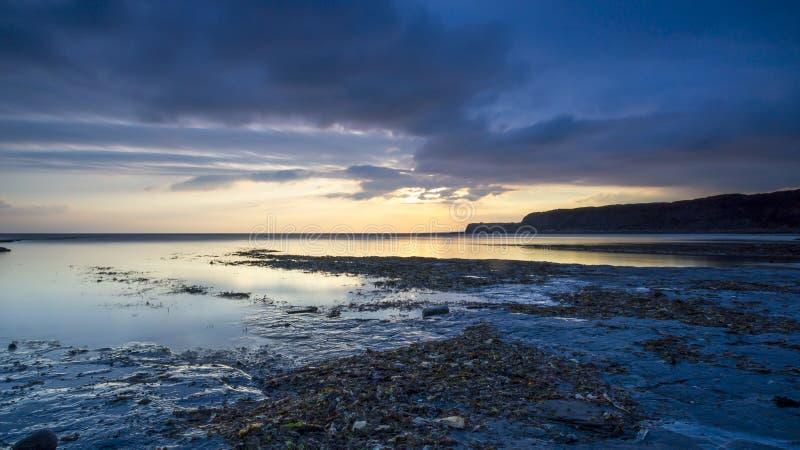 Tramonto alla baia di Kimmeridge, Dorset fotografia stock