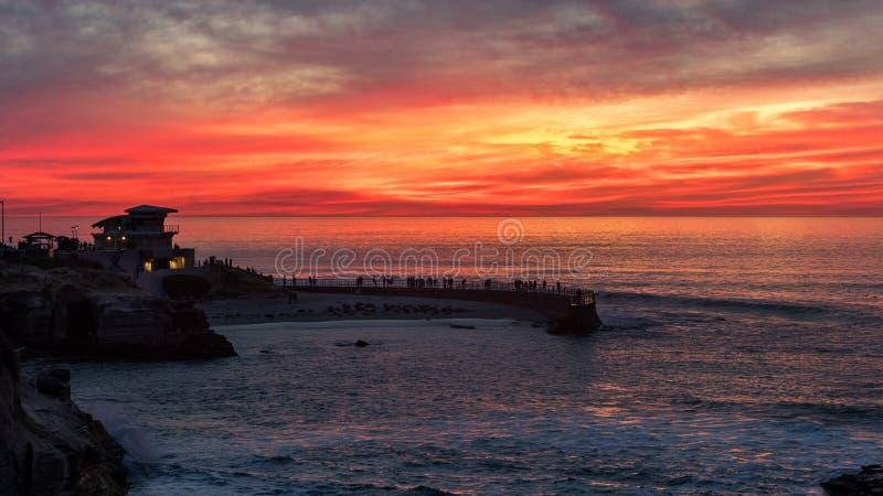 Tramonto alla baia di La Jolla, San Diego, California immagine stock libera da diritti