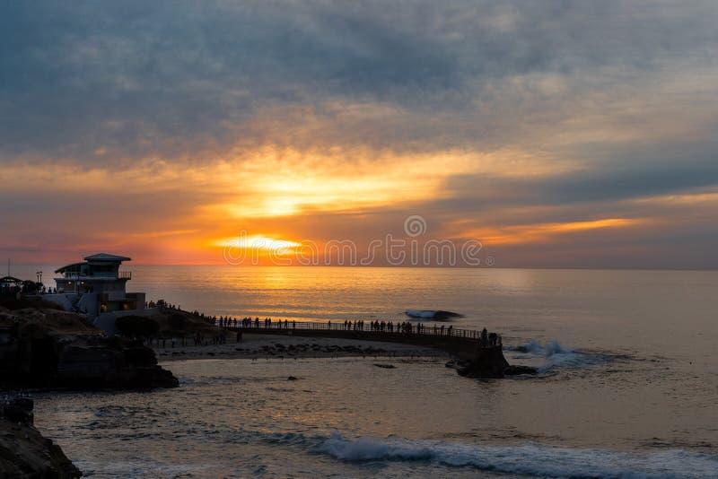 Tramonto alla baia di La Jolla, San Diego, California fotografie stock libere da diritti