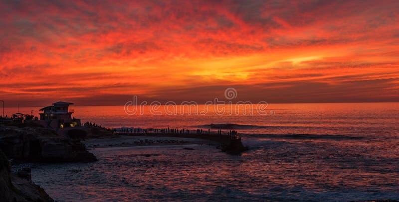 Tramonto alla baia di La Jolla, San Diego, California fotografia stock libera da diritti