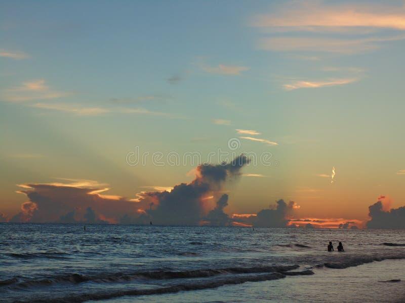Tramonto alla spiaggia di chiave di siesta, Florida fotografia stock