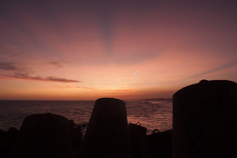 Tramonto alla spiaggia di Glagah, Kulon Progo, Yogyakarta Indonesia fotografia stock libera da diritti