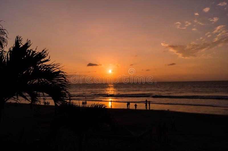 Tramonto alla spiaggia di Tonsupa fotografie stock