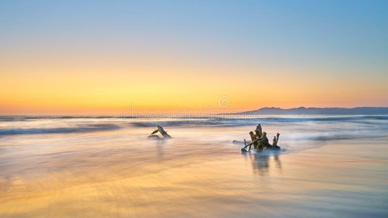 Tramonto alla spiaggia in Puerto Vallarta, Messico immagine stock