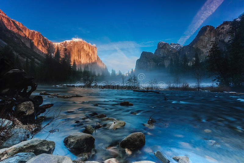 Tramonto alla vista della valle, parco nazionale di Yosemite immagine stock libera da diritti