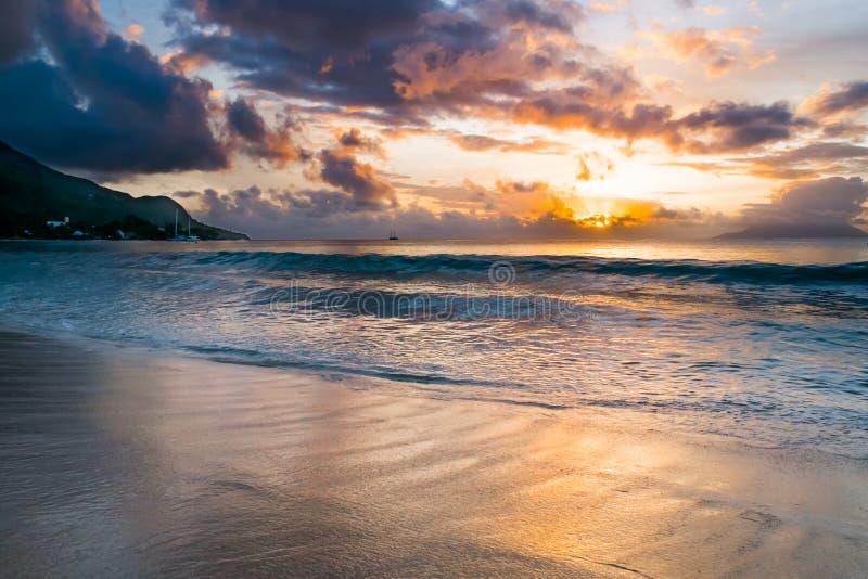 Tramonto alle Seychelles immagine stock libera da diritti