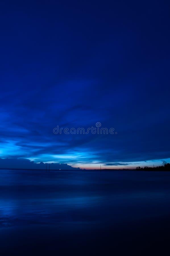 Tramonto blu calmo a Bagan Lalang fotografia stock