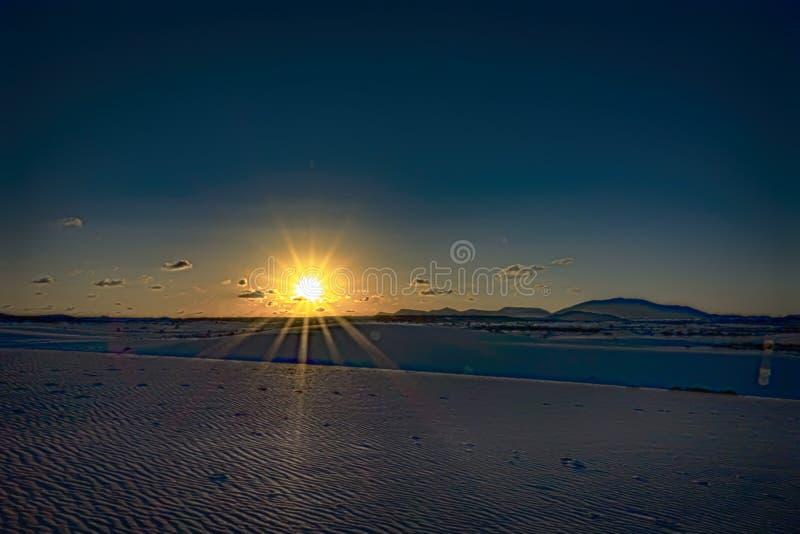 Tramonto brillante nel parco Corralejo naturale, isole Canarie, Spagna fotografia stock