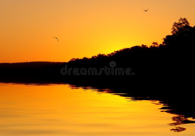 Tramonto celestiale del fiume fotografie stock