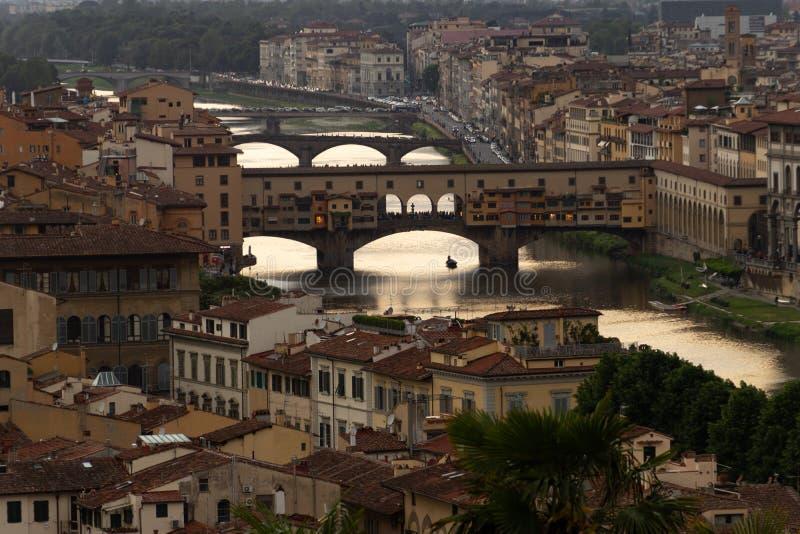 Download Tramonto Che Riflette Sopra Arno River In Italia Fotografia Stock - Immagine di firenze, bello: 117977822