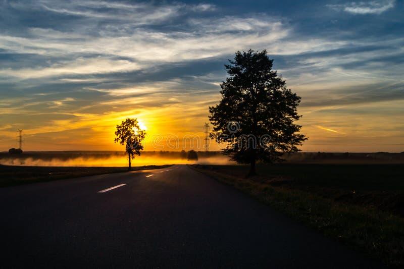tramonto che viaggia, il modo a fotografie stock