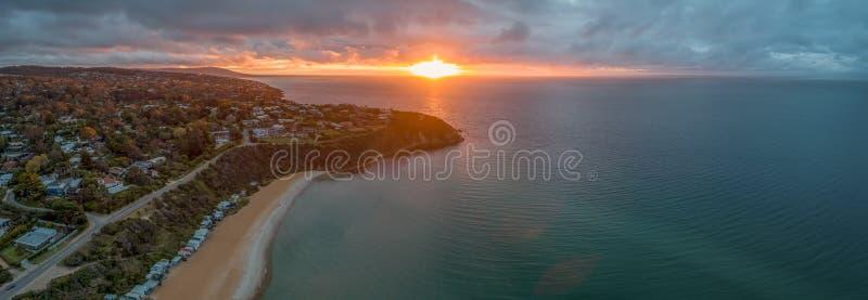 Tramonto d'ardore sopra porto Phillip Bay immagini stock