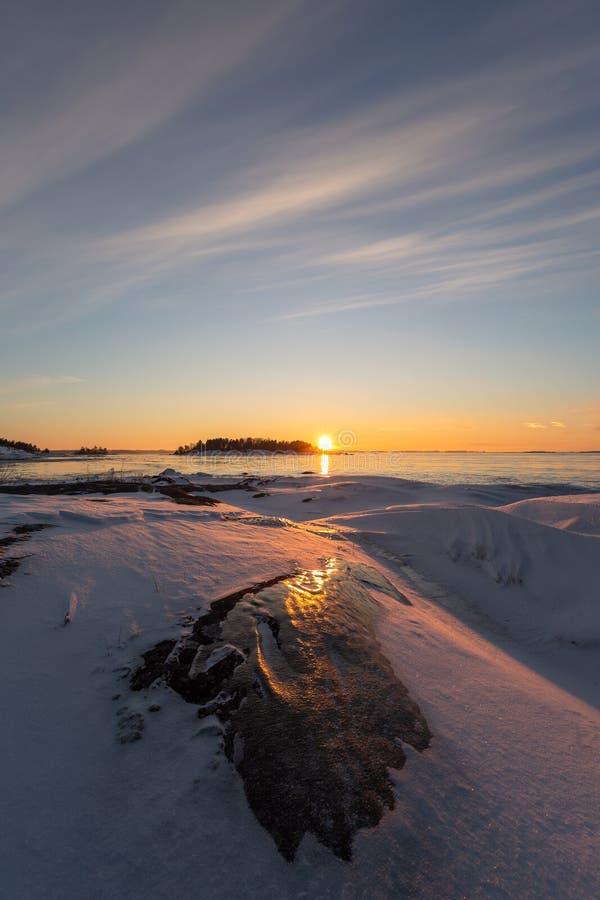 Tramonto d'avanguardia nella regione selvaggia svedese fotografia stock libera da diritti
