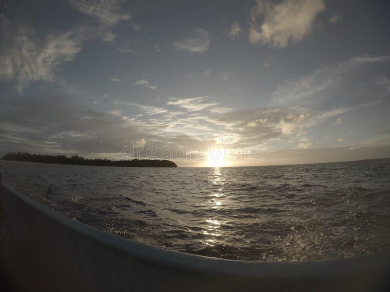 Tramonto dalla barca fotografia stock
