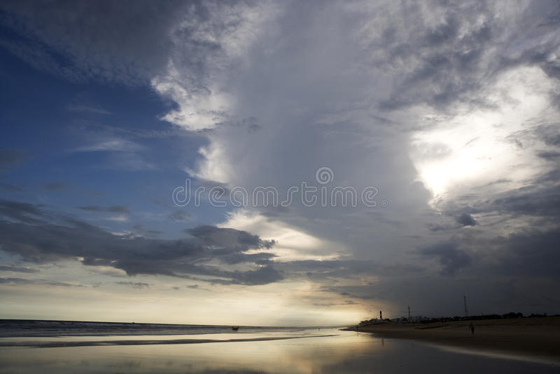 Tramonto dalla spiaggia. fotografia stock libera da diritti