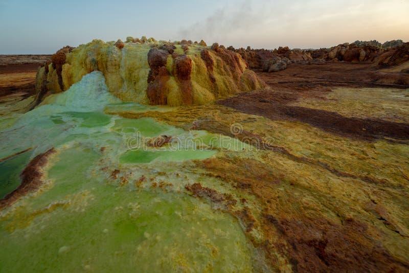 Tramonto a Dalol nel dessert di Danakil, Etiopia Uno dei posti pi? caldi sul pianeta fotografia stock