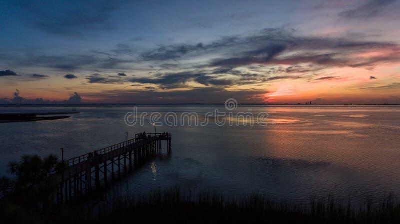 Tramonto in Daphne, Alabama sulla baia mobile fotografia stock libera da diritti