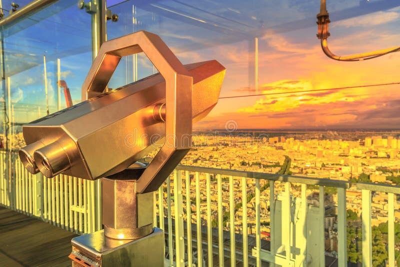 Tramonto del binocolo di Parigi fotografia stock