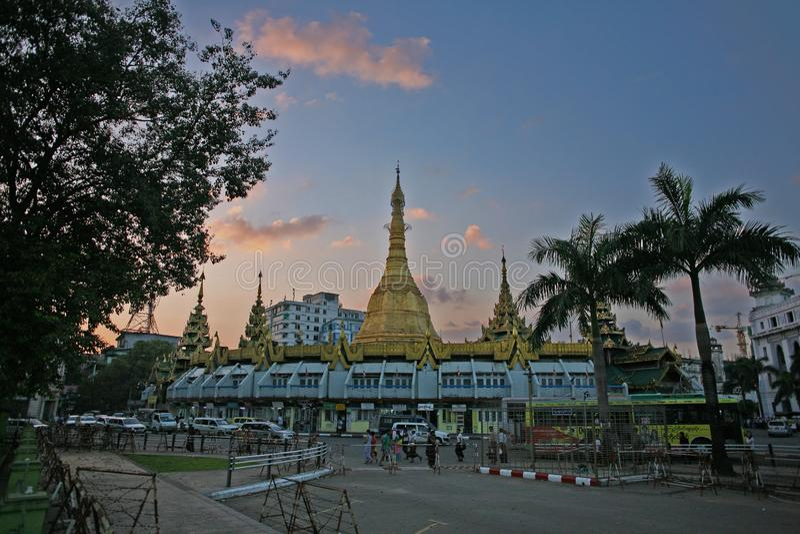 Tramonto del centro in Rangoon fotografia stock