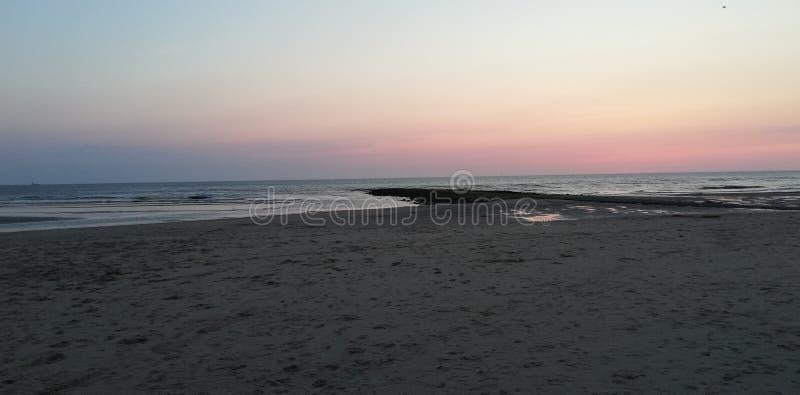 Tramonto del cielo della sabbia di mare fotografia stock libera da diritti