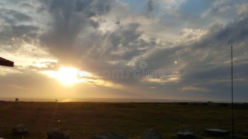 Tramonto del cielo nell'oceano Pacifico di California immagini stock libere da diritti