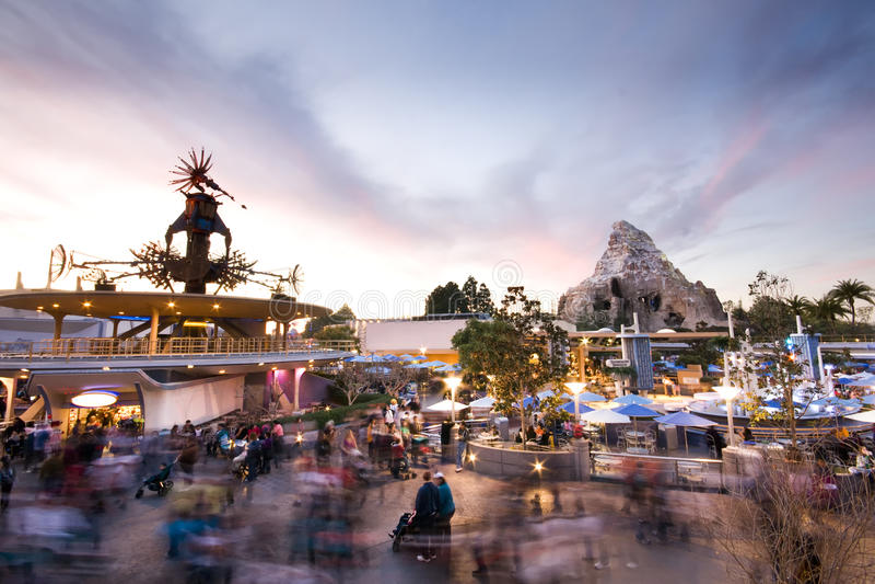 Tramonto del Disneyland Tomorrowland immagine stock