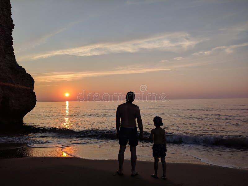 Tramonto del figlio e del padre immagini stock libere da diritti