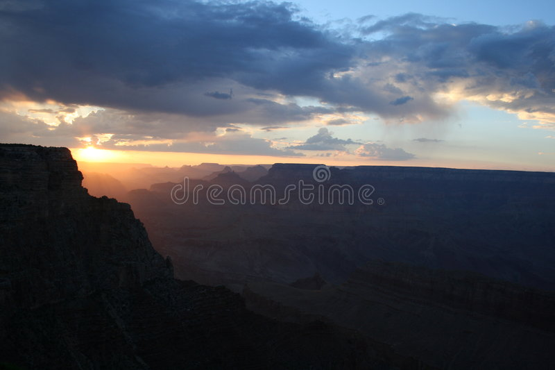 Download Tramonto del grande canyon fotografia stock. Immagine di grande - 7305380