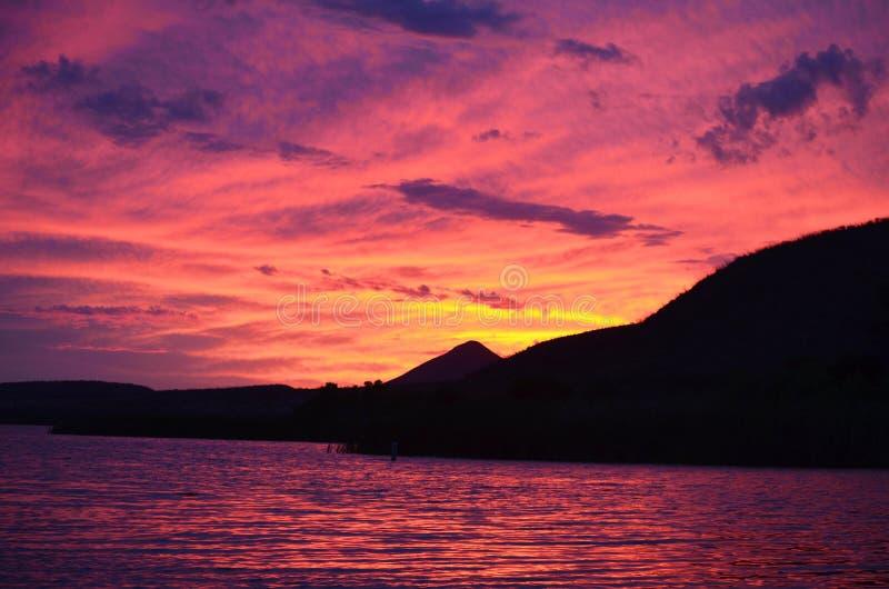 Tramonto del lago patagonia fotografia stock libera da diritti