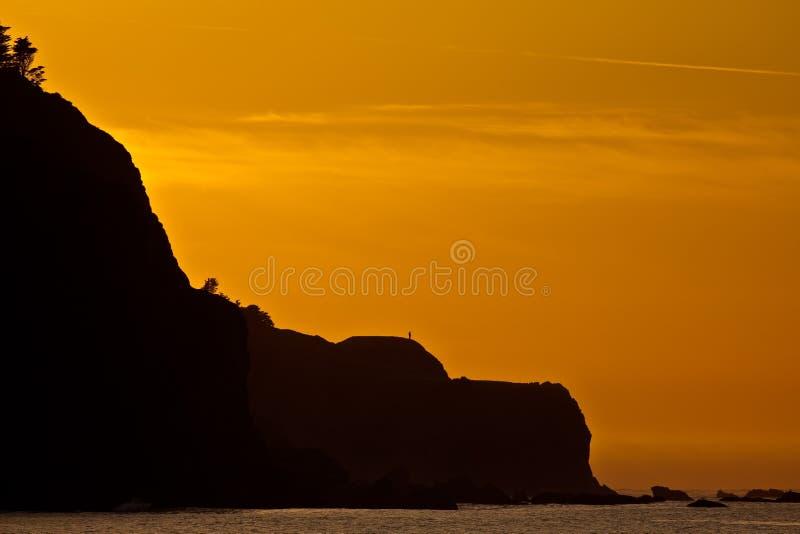 Tramonto del litorale dell'oceano. immagine stock