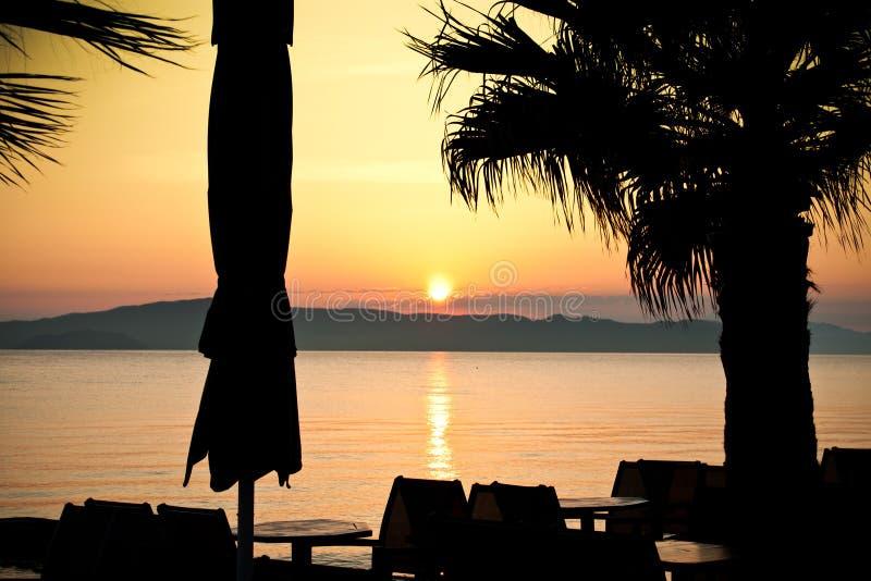 Download Tramonto del mare fotografia stock. Immagine di serenity - 55352738